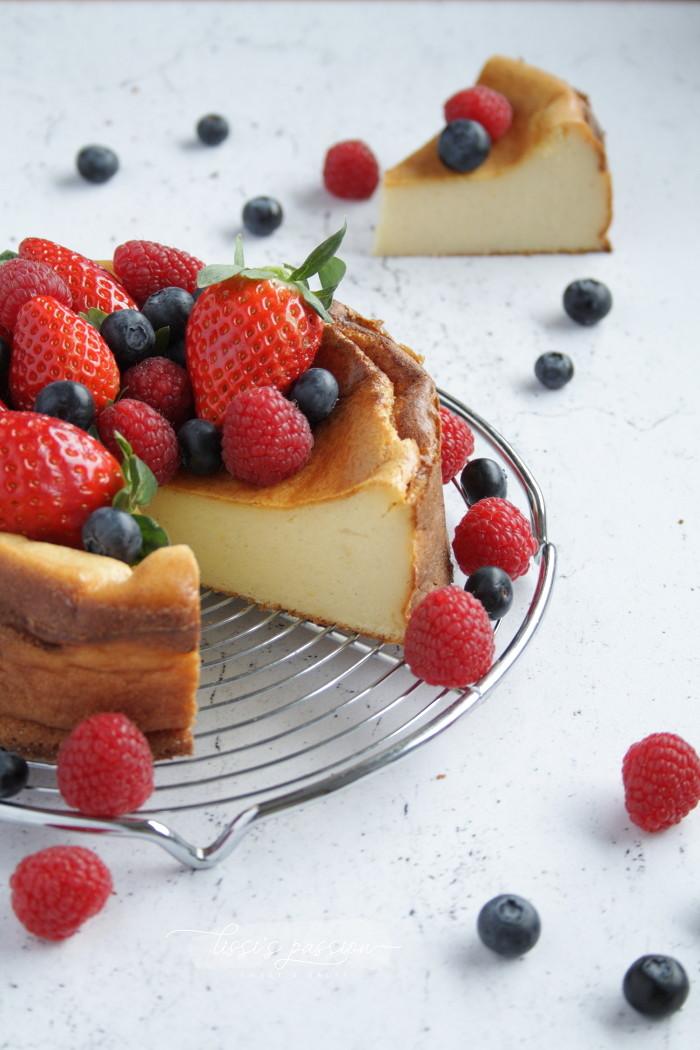 Grießkuchen mit frischen Beeren