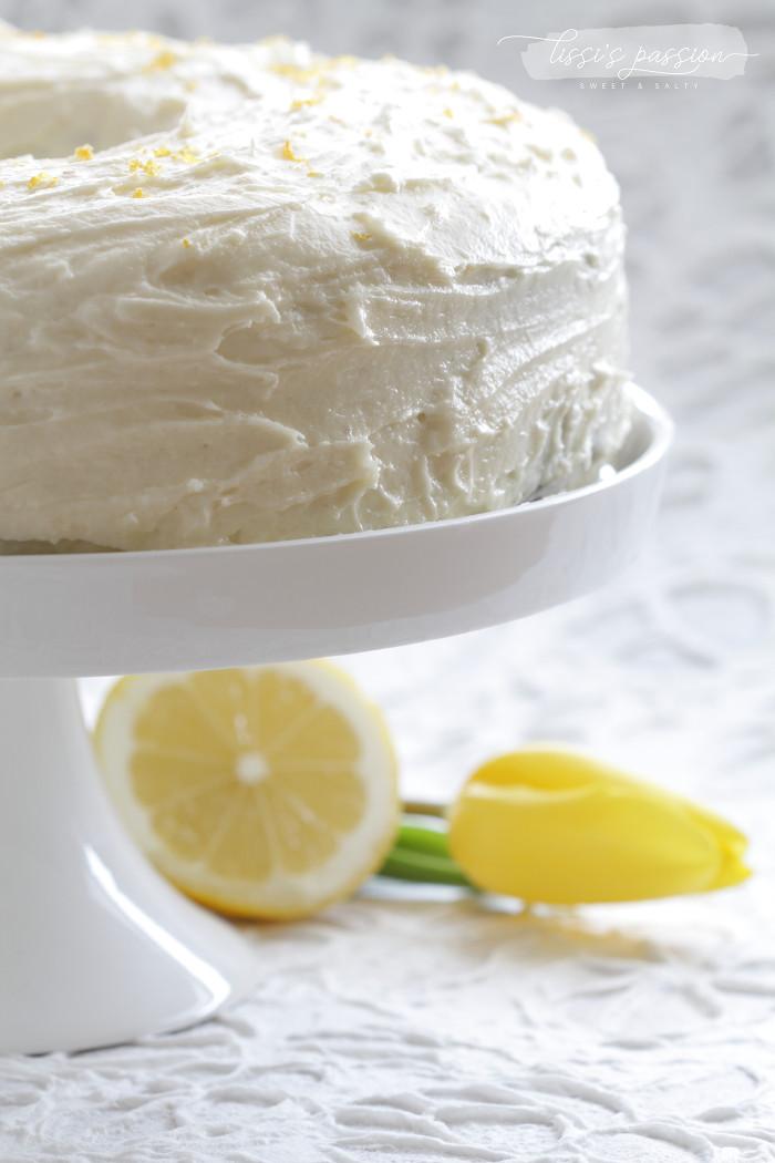 Möhrenkuchen mit Frischkäse-Zitronen-Topping