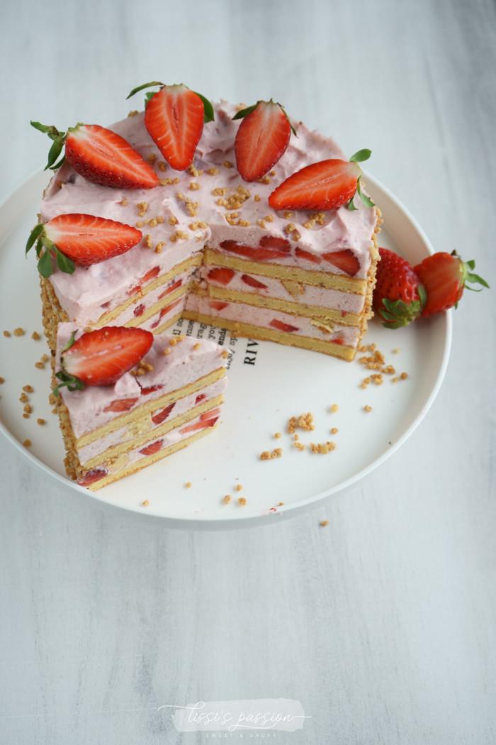 Erdbeer-Sahne-Törtchen mit Tonka-Biskuit