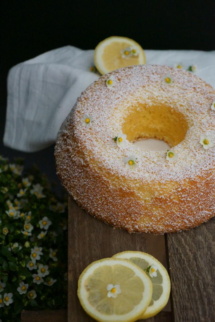 Zitronen Biskuitkuchen