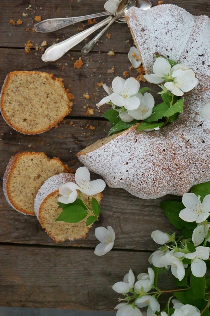 Einfacher & saftiger Haselnusskuchen