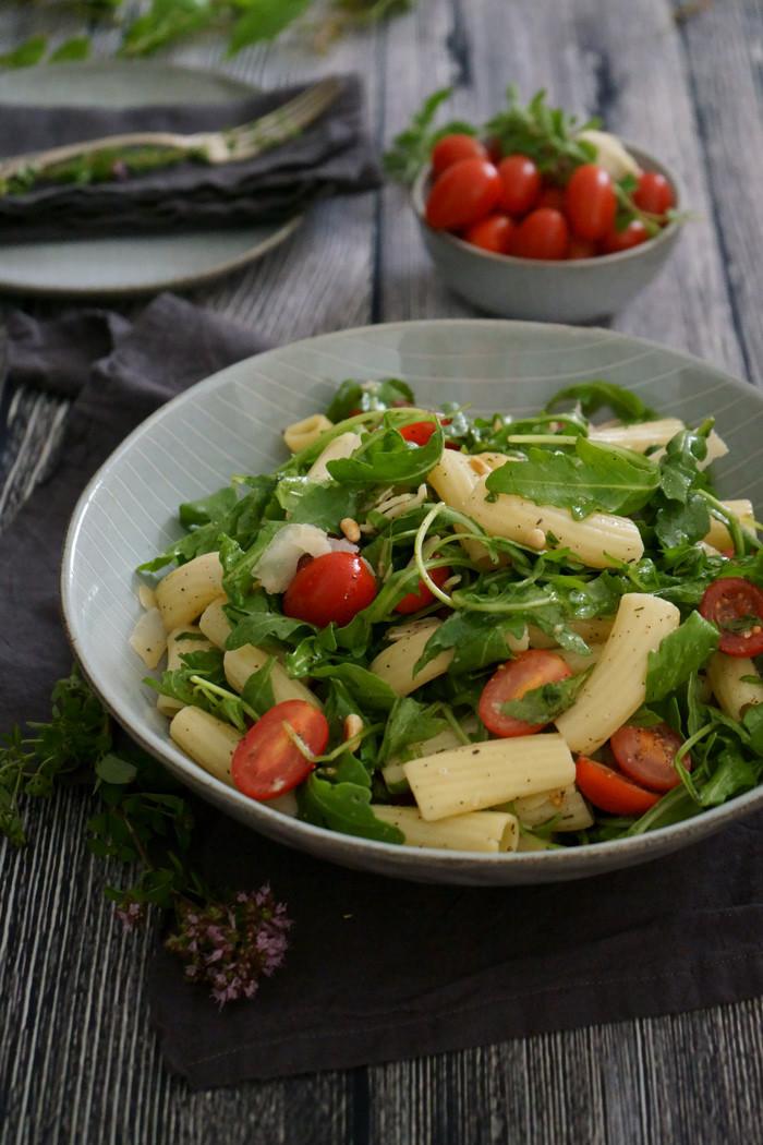 Sommerlicher Pasta Rucola Salat