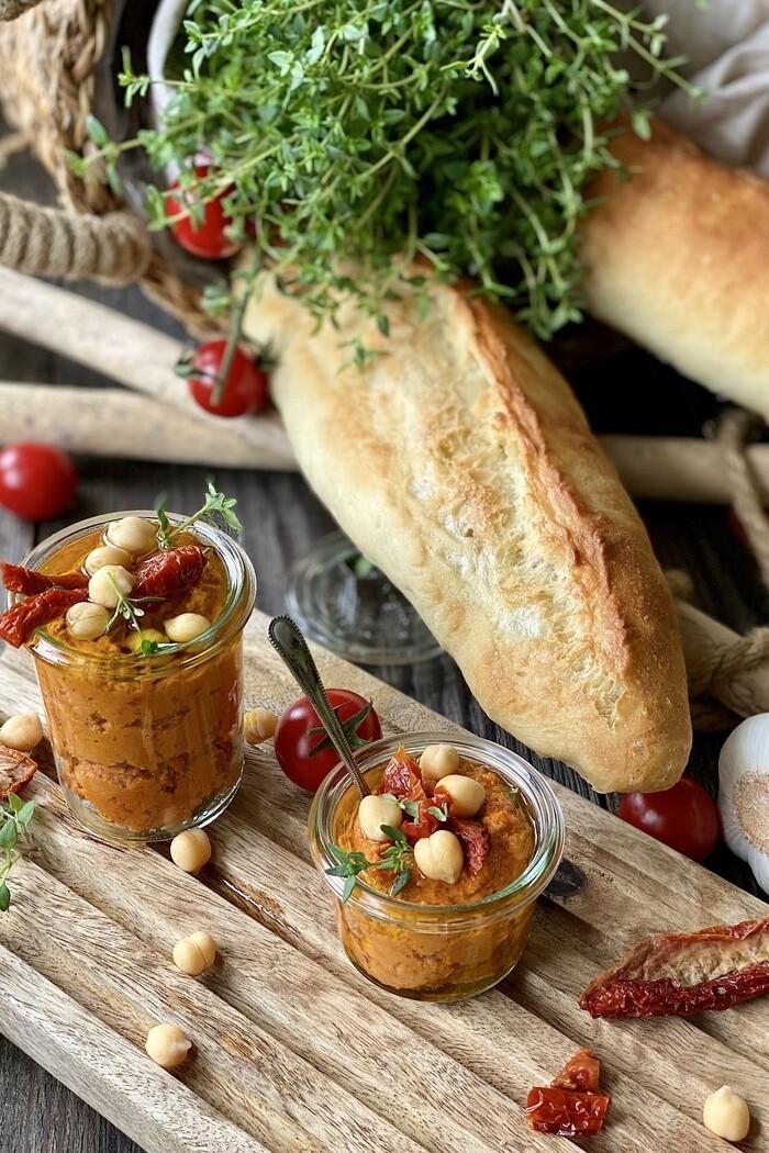 Tomaten Hummus – einfach, schnell und lecker