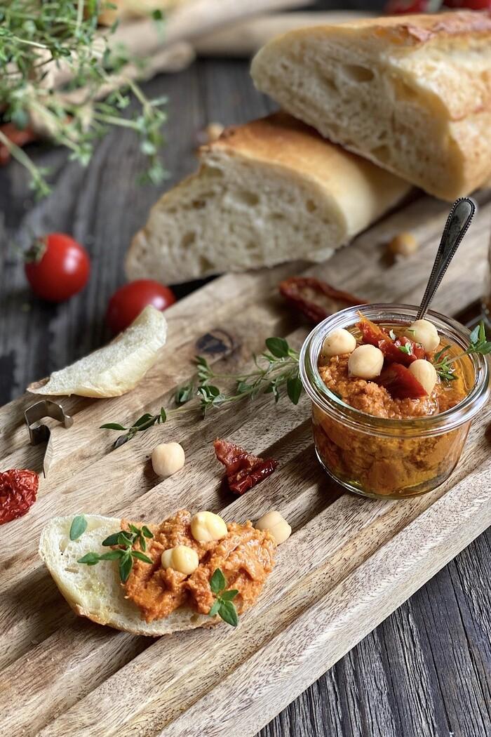 Tomaten Hummus - einfach, schnell und lecker