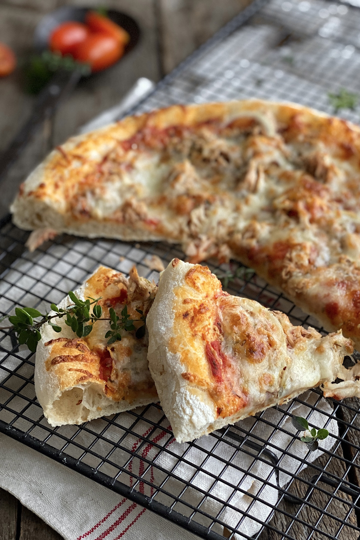 Pizza Tonno – Thunfisch Pizza knusprig & lecker