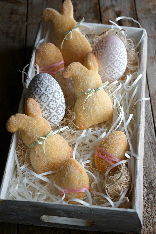Süße Osterhasen und Ostereier aus Quark-Öl-Teig